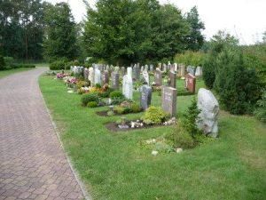 Gräber auf einem Friedhof, Foto: Pietät Unger