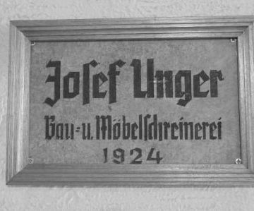 Firmenschild Josef Unger, Bau- und Möbelschreinerei 1924, Foto: Pietät Unger